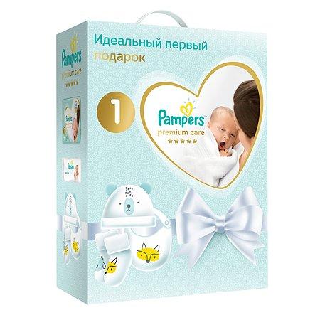 Набор подарочный Pampers Подгузники Premium Care Newborn Эконом упаковка 2-5кг 72шт+салфетки влажные Sensitive 12шт+носочки+шапочка+нагрудник