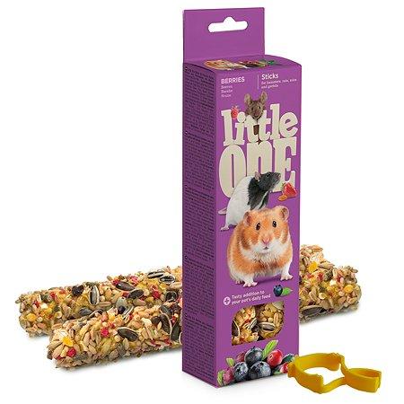 Лакомство для хомяков и крыс и мышей и песчанок Little One Палочки с ягодами 2шт*60г 99782
